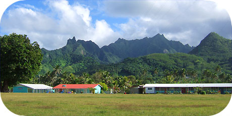 >>> mountains behind Takitumu Primary school / photo © cookislands.com