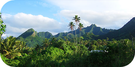 >>> Mountain scenery as seen from Upper Tupapa / photo © cookislands.com