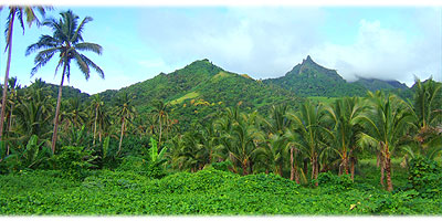 >>> The green mountains of Rarotonga seen from Matavera © Archi