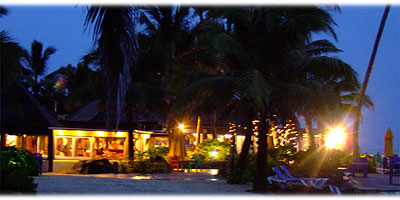 >>> The Rarotongan Resort during twilight © Susanne B.